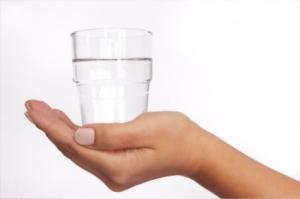 k6rmf-glass-in-hand